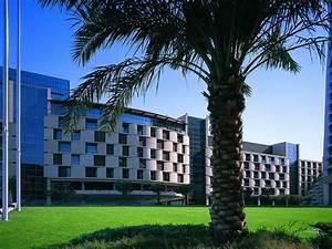 Al Faisaliah Hotel  Riyadh  Saudi Arabia - Hotel Review