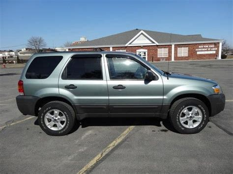 sell   ford escape xlt  wheel drive  engine