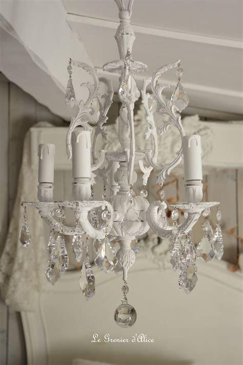lustre de chambre lustre cinq branches le blanc pour un effet shabby chic