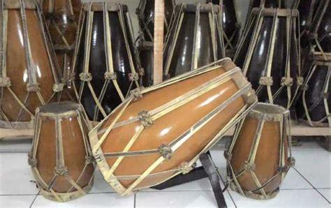 Musik klasik terdiri dari beberapa periode, misalnya barok, klasik, dan romantik. Regulae: Gambar Alat Musik Jawa Barat