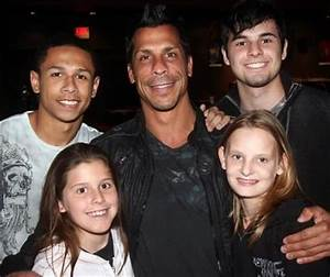 Danny Wood with his children. | NKOTB | Pinterest | Danny ...