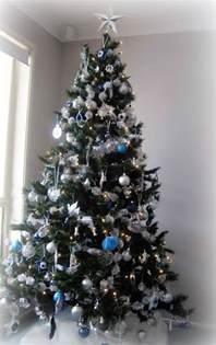 bilder im wohnzimmer 1001 ideen für weihnachtsbaum schmücken weiß und silber als tannenbaumdekoration