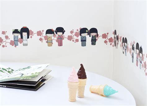 frise chambre fille frise adhésive kokheshis prune décoration chambre fille