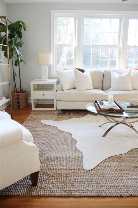 Rugs Home Decor by 3 Simple Tips For Using Area Rugs In Rental Decor
