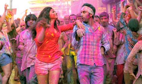 throw colours  play holi