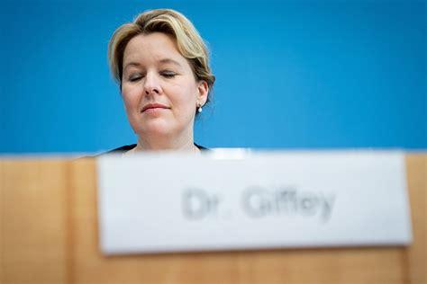 Franziska giffey wird die querelen um ihre doktorarbeit nicht los. Doktorarbeit ǀ Es wäre schade um Franziska Giffey — der ...