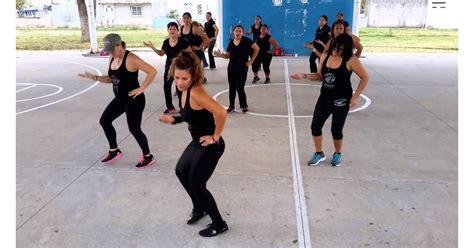 selena cumbia baila esta popsugar quintanilla workout