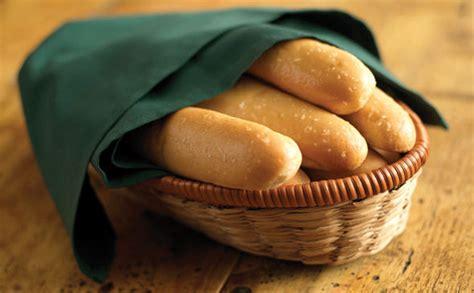 olive garden breadstick olive garden defends unlimited breadsticks policy as