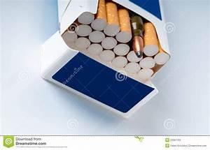 Prix D Une Cartouche De Cigarette : ouvrez le paquet de cigarettes avec une cartouche d 39 arme image stock image du maladie ~ Maxctalentgroup.com Avis de Voitures