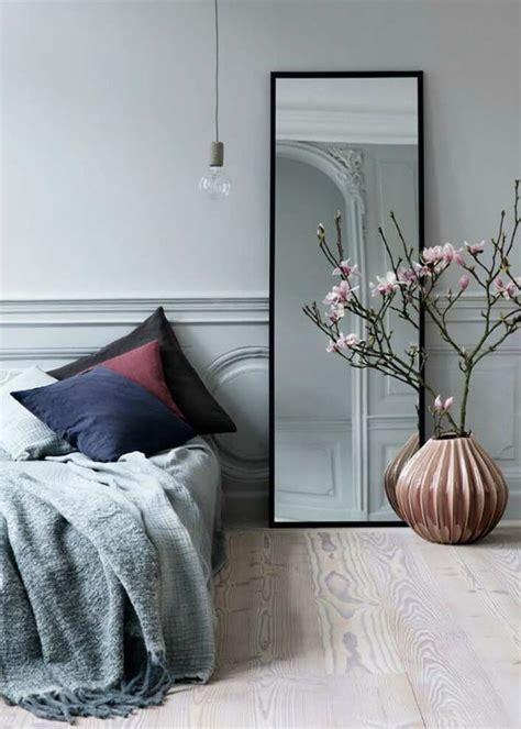 miroir dans une chambre 5 façons de bien utiliser le miroir chez soi