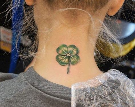 kleeblatt tattoo auf hals kleeblatt tattoo pinterest