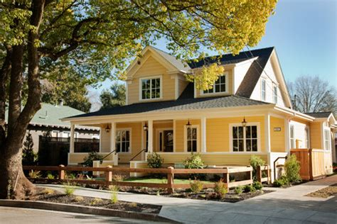 Farmhouse Front Porch Molino Green Farm 00 Jpg 12 Charming Yellow Houses Town Country Living