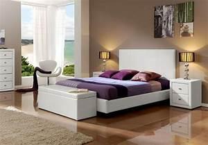 Bout De Lit Blanc : bout de lit coffre un meuble de rangement astucieux ~ Teatrodelosmanantiales.com Idées de Décoration