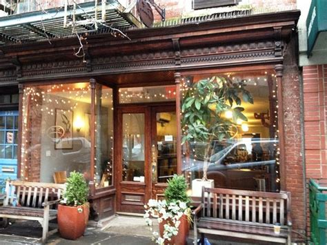 Going to cute coffee shops and finding cute coffee shops in the city is one of my favorite things to do. cafe grumpy | Cafe Grumpy | Cute coffee shop, Chelsea nyc ...