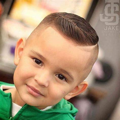 22 Dicas de corte de cabelo para seu filho