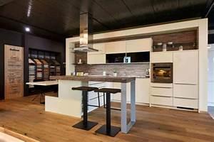 Küche Mit Bar : moderne k che mit bar 6 ideen f r eine bartheke aus holz stein und beton k che pinterest ~ Frokenaadalensverden.com Haus und Dekorationen