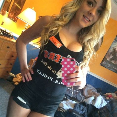 My Local Hooters Waitress Porn Photo EPORNER