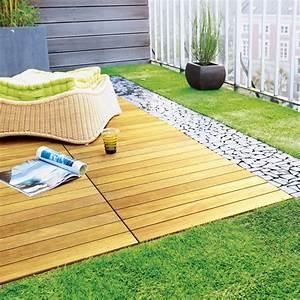 Dalle Terrasse Clipsable : balcon pelouse bois galet coussin pouf ~ Melissatoandfro.com Idées de Décoration