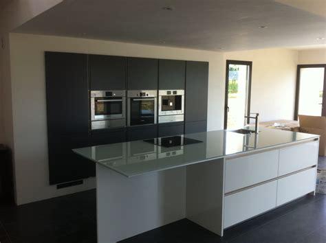 photo cuisine blanche beau cuisine blanche plan de travail noir avec chambre