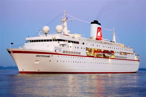 Keep checking rotten tomatoes for updates! Bild zu: Seefahrt: Traumschiff fährt bald unter maltesischer Flagge - Bild 1 von 1 - FAZ