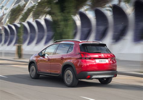 Peugeot Suv by Peugeot 2008 Suv Peugeot Uk