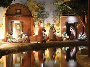 Da Design Mumbai Bbc Religion Ethics In Pictures World 39 S Largest