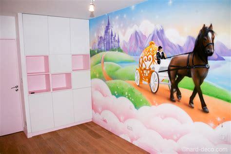 deco chambre princesse fresque féérique de princesse dans la chambre d 39 une