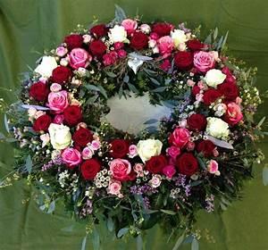 Trauer Blumen Bilder : kr nze und schalen als trauergabe blumen rampp ~ Frokenaadalensverden.com Haus und Dekorationen