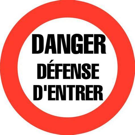 bureau distributeur panneau d 39 interdiction danger défense d 39 entrer rigide