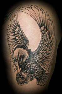Adler Tattoo Oberarm : adler mit skull tattoo pinterest tattoos eagle tattoos und sleeve tattoos ~ Frokenaadalensverden.com Haus und Dekorationen
