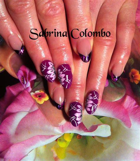 unghie a fiori copertura in gel su unghie naturali a mandorla colore