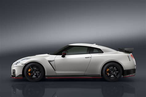 nissan gt  nismo  official debut carscoops