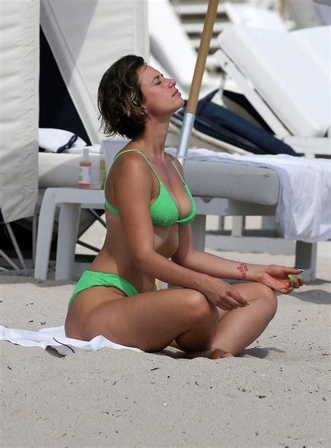 yesjulz ass  bikini natural curves alert scandal