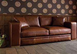 comment nettoyer un canape en cuir conseils et photos With tapis de gym avec canapé 2 places cuir marron