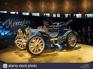 Musée Mercedes Benz De Stuttgart : on mercedes photos on mercedes images alamy ~ Melissatoandfro.com Idées de Décoration
