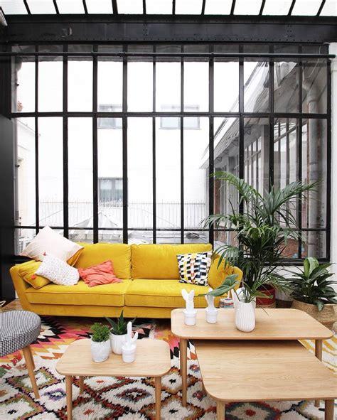 canape mira 1000 idées sur le thème canapé jaune sur