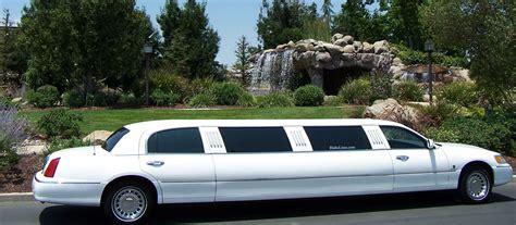 lincoln town car limousine  reviews news specs