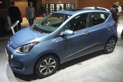 hyundai   facelift pictures auto express
