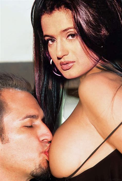 Sexy Nude Pics For Your Entertainment Amisha patel Nude Pics