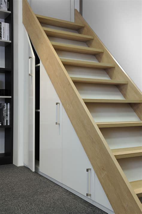 amenagement sous escalier sur mesure agencement am 233 nagement de sous pente et sous escaliers hom in