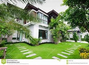 Maison De Jardin : maison moderne dans le jardin photo stock image 40351160 ~ Premium-room.com Idées de Décoration