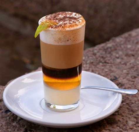 IL BARRAQUITO, UNA BEVANDA AL CAFFE' DALL'ISOLA DI TENERIFE