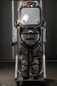 NASA Redesigns Z-Series Mars Spacesuit with Astronaut ...