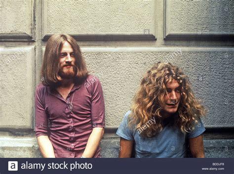Led Zeppelin -john Paul Jones At Left With Robert Plant