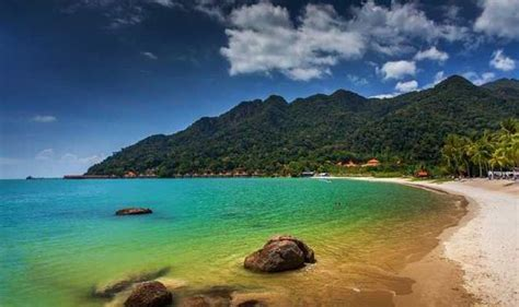 Best Things To Do On Malaysian Island Of Lagkawi Beach
