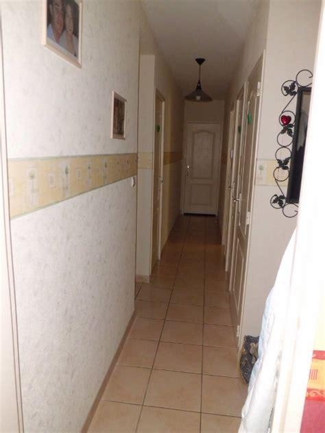 2 couloirs tr 232 s 233 troit et sombre avec escalier