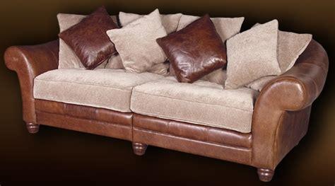 canapé de style colonial en cuir et tissu chenille