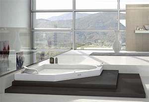 Grande Baignoire D Angle : baignoire balneo d 39 angle avec jacuzzi photo 17 20 un ~ Edinachiropracticcenter.com Idées de Décoration