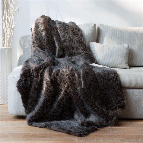 coussin de canapé pas cher plaid fausse fourrure autruche noir blanc 140x180cm home