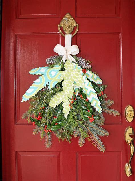 minute christmas porch decor ideas hgtvs